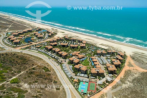 Vista de drone de conjunto residencial na praia Porto das Dunas  - Aquiraz - Ceará (CE) - Brasil
