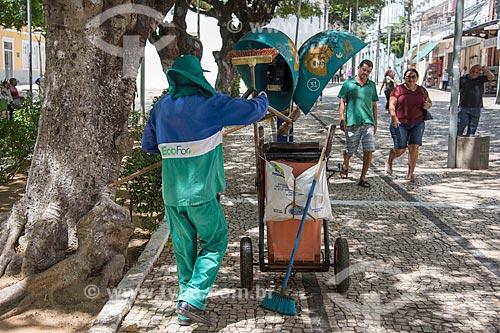 Gari limpando a Praça dos Mártires (1864) - também conhecida como Passeio Público  - Fortaleza - Ceará (CE) - Brasil