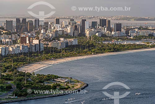 Vista do Praia do Flamengo a partir do mirante do Morro da Urca no Pão de Açúcar com prédios do centro do Rio de Janeiro ao fundo  - Rio de Janeiro - Rio de Janeiro (RJ) - Brasil