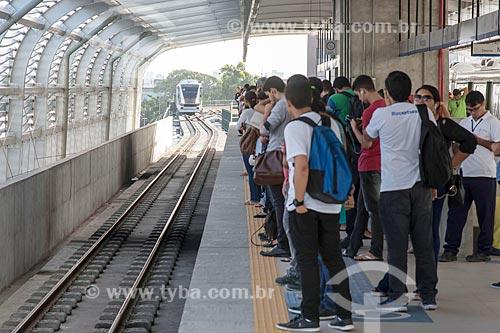 Passageiros aguardando o metrô na plataforma da estação do Metrô de Fortaleza  - Fortaleza - Ceará (CE) - Brasil