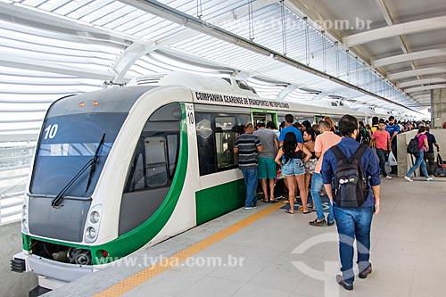 Passageiros embarcando em estação do Metrô de Fortaleza  - Fortaleza - Ceará (CE) - Brasil
