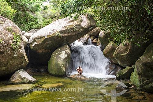 Banhista no Poço do Sossego próximo ao Centro de Visitantes von Martius do Parque Nacional da Serra dos Órgãos  - Guapimirim - Rio de Janeiro (RJ) - Brasil