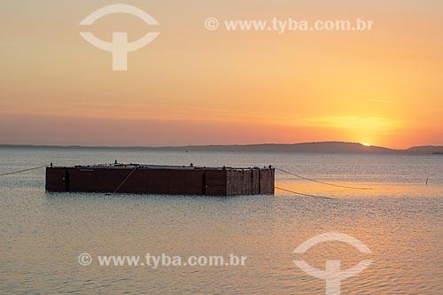 Vista de plataforma na Lagoa de Araçatiba durante o pôr do sol  - Maricá - Rio de Janeiro (RJ) - Brasil