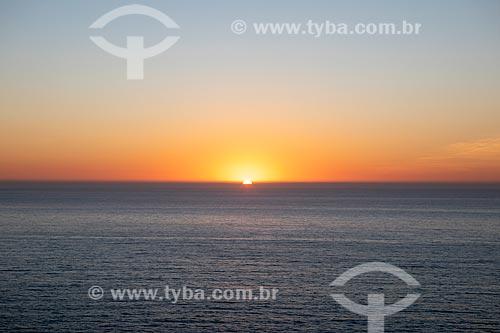 Vista do pôr do sol a partir da orla da cidade de Maricá  - Maricá - Rio de Janeiro (RJ) - Brasil