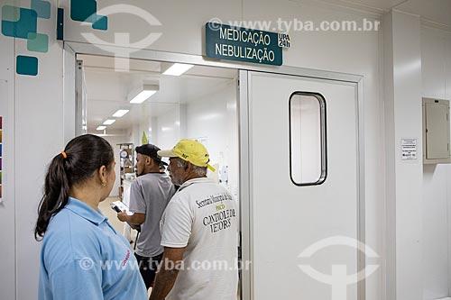 Pacientes entrando na sala de medicação e nebulização da Unidade de Pronto Atendimento de Inoã (UPA)  - Maricá - Rio de Janeiro (RJ) - Brasil