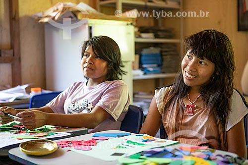Alunas indígenas na Escola Municipal Indígena Bilíngue Guarani Kyringue Aranduá (Português - Guarani)  - Maricá - Rio de Janeiro (RJ) - Brasil