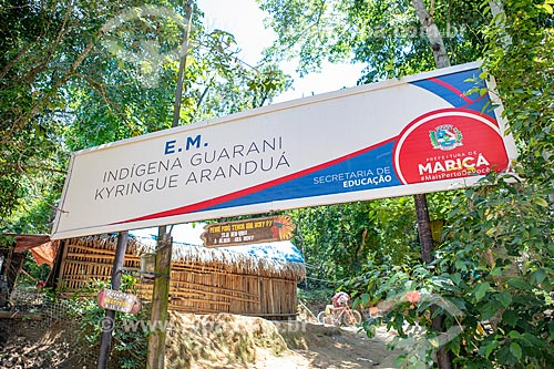 Entrada da Escola Municipal Indígena Bilíngue Guarani Kyringue Aranduá (Português - Guarani)  - Maricá - Rio de Janeiro (RJ) - Brasil