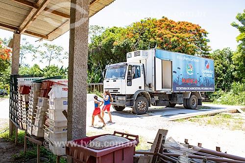 Caminhão do Projeto Caminhão do Peixe da Secretaria de Agricultura, Pecuária e Pesca da Prefeitura de Maricá - projeto com objetivo de vender de peixe fresco à baixo custo  - Maricá - Rio de Janeiro (RJ) - Brasil