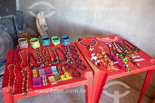 Artesanato indígena à venda na Aldeia Mata Verde Bonita (Tekoa Ka Aguy Ovy Porã) da Tribo Guarani  - Maricá - Rio de Janeiro (RJ) - Brasil