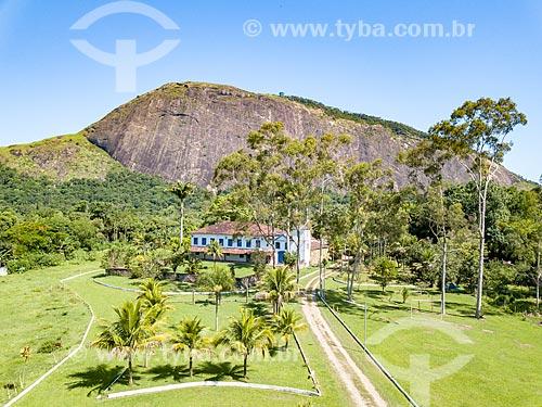 Foto feita com drone da Fazenda Itaocaia - onde o cientista inglês Charles Darwin se hospedou em 1832 durante a expedição para pesquisa da Mata Atlântica - com o Monumento Natural Municipal da Pedra de Itaocaia ao fundo  - Maricá - Rio de Janeiro (RJ) - Brasil