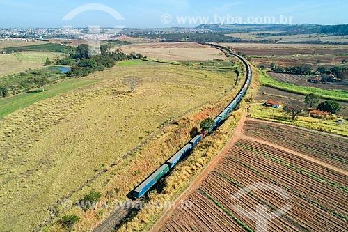 Foto feita com drone de linha ferroviária de carga na zona rural da cidade de Taquaritinga  - Taquaritinga - São Paulo (SP) - Brasil