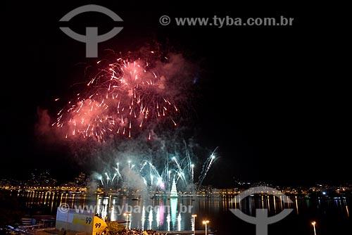 Queima de fogos durante a inauguração da Árvore de Natal da Lagoa Rodrigo de Freitas  - Rio de Janeiro - Rio de Janeiro (RJ) - Brasil
