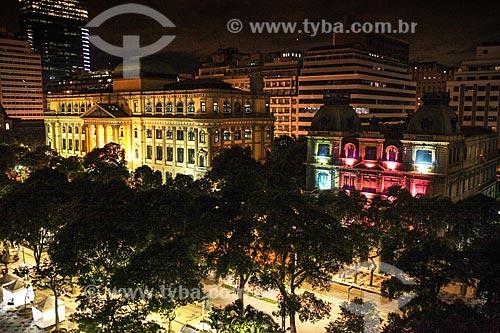 Fachada da Biblioteca Nacional (1910) - à esquerda - e o Centro Cultural Justiça Federal (1909) - à direita - à noite  - Rio de Janeiro - Rio de Janeiro (RJ) - Brasil