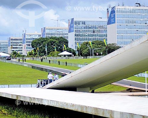 Rampa do Congresso Nacional durante a cerimônia de posse presidencial de Jair Bolsonaro com prédios da Esplanada dos Ministérios ao fundo  - Brasília - Distrito Federal (DF) - Brasil