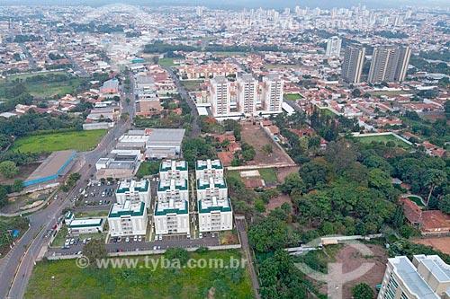 Foto feita com drone de condomínios residenciais na periferia  - Rio Claro - São Paulo (SP) - Brasil