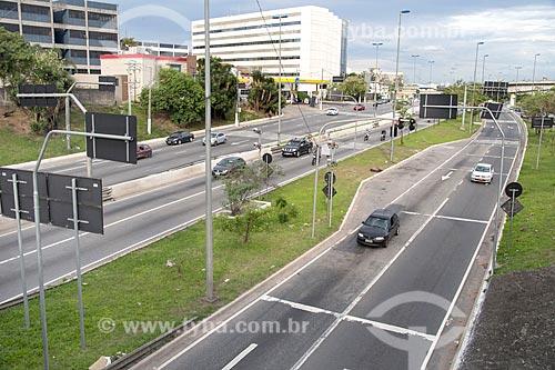 Tráfego na pista norte da Marginal Tietê - Via Professor Simão Faiguenboim  - São Paulo - São Paulo (SP) - Brasil
