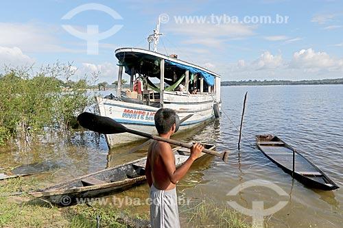 Barcos atracados às margens do Rio Uatumã  - Amazonas (AM) - Brasil