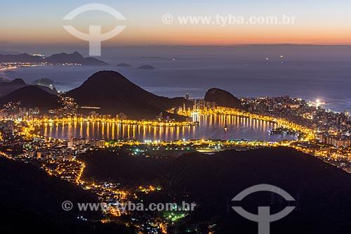 Vista da Lagoa Rodrigo de Freitas a partir da Pedra da Proa durante o amanhecer  - Rio de Janeiro - Rio de Janeiro (RJ) - Brasil
