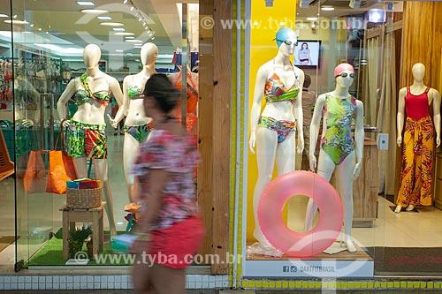 Vitrine de loja na Rua dos Biquínis  - Cabo Frio - Rio de Janeiro (RJ) - Brasil