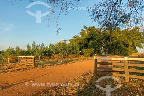 Porteira de fazenda na zona rural da cidade de Água Boa  - Água Boa - Mato Grosso (MT) - Brasil