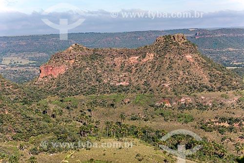 Foto feita com drone de formações de arenito com vegetação típica do cerrado  - Jataí - Goiás (GO) - Brasil