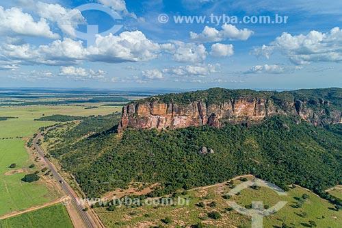Foto feita com drone da Serra do Roncador com a Rodovia BR-158  - Barra do Garças - Mato Grosso (MT) - Brasil