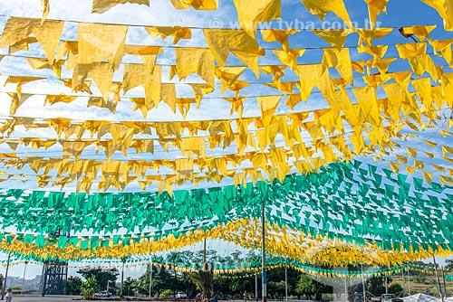 Praça Capim de Ouro decorada com bandeirinhas durante a Copa do Mundo 2018  - Itumbiara - Goiás (GO) - Brasil