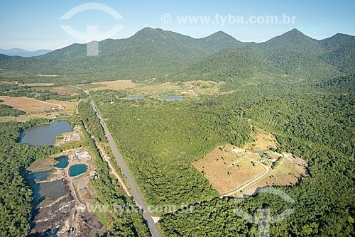 Foto aérea de trecho da Rodovia Alexandra-Matinhos (PR-508) próximo ao Parque Nacional de Saint-Hilaire/Lange  - Guaratuba - Paraná (PR) - Brasil