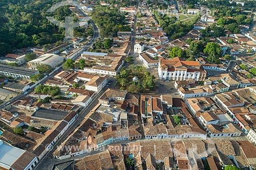 Foto feita com drone da Praça do Coreto com a Igreja Matriz de Santana (1743), Palácio Conde dos Arcos - à direita - com a Igreja de Nossa Senhora da Boa Morte (1779) ao fundo  - Goiás - Goiás (GO) - Brasil