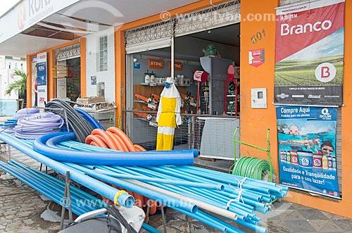 Loja ocupando a calçada com mercadorias  - Propriá - Sergipe (SE) - Brasil