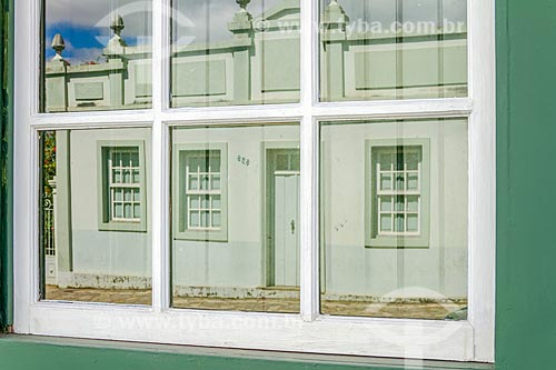 Detalhe de reflexo em janela de casario  - Santa Luzia - Minas Gerais (MG) - Brasil