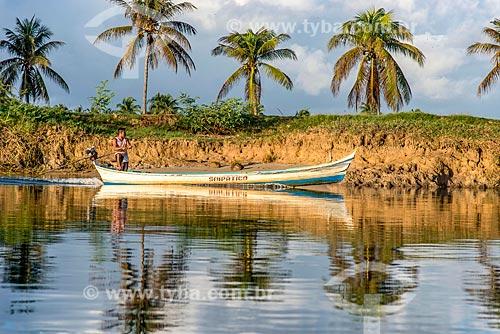 Ribeirinho navegando no Rio São Francisco  - Brejo Grande - Sergipe (SE) - Brasil