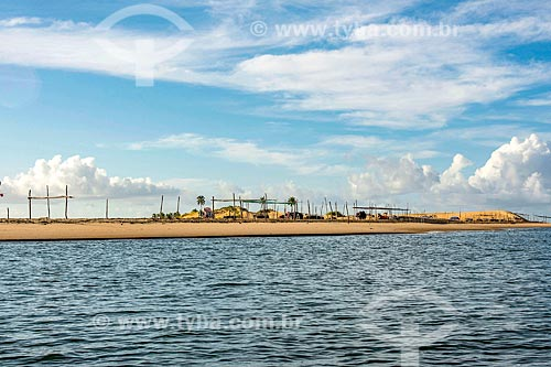 Vista de praia fluvial a partir do Rio São Francisco  - Piaçabuçu - Alagoas (AL) - Brasil