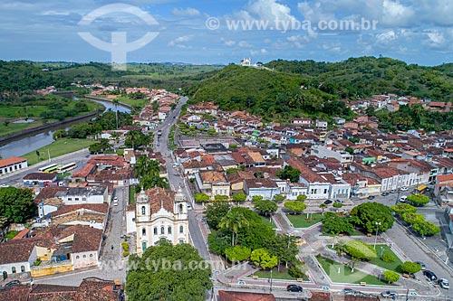 Foto feita com drone da Igreja Matriz do Sagrado Coração de Jesus (1791) com o centro histórico da cidade de Laranjeiras  - Laranjeiras - Sergipe (SE) - Brasil
