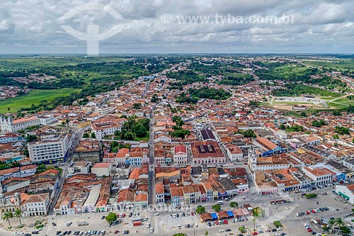 Foto feita com drone do centro histórico da cidade de Penedo com a Igreja de São Gonçalo Garcia dos Homens Pardos (1759) à direita  - Penedo - Alagoas (AL) - Brasil