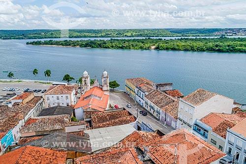 Foto feita com drone da Igreja de Nossa Senhora da Corrente (1790) com o Rio São Francisco ao fundo  - Penedo - Alagoas (AL) - Brasil