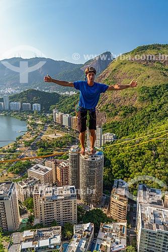 Praticante de slackline no Morro do Cantagalo  - Rio de Janeiro - Rio de Janeiro (RJ) - Brasil