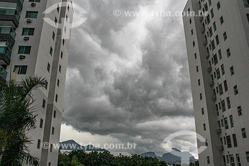 Céu nublado entre prédios do condomínio residencial Rio II  - Rio de Janeiro - Rio de Janeiro (RJ) - Brasil