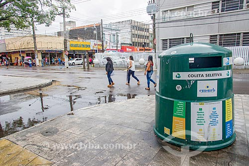 Lixeira para coleta seletiva no centro da cidade  - Aracaju - Sergipe (SE) - Brasil