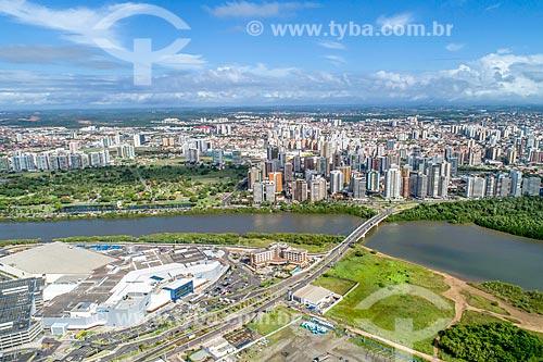 Foto feita com drone do RioMar Shopping com a Ponte Godofredo Diniz e o bairro Treze de julho ao fundo  - Aracaju - Sergipe (SE) - Brasil